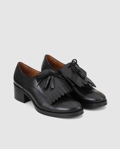 https://www.elcorteingles.es/moda/A22430404-zapatos-de-cordones-de-mujer-lottusse-de-piel-en-color-negro/