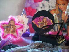 Tema Hanna Montana - detalhe de mesa com complementos temáticos