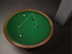 スポーツと数学が組み合わさって、楕円形のテーブルでプレイするビリヤード「Loop」が誕生した。