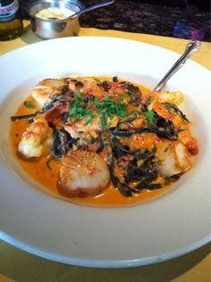 Linguini Rosa-Shrimp/Scallops/Spicy Tom Cream sauce from Topo Gigio
