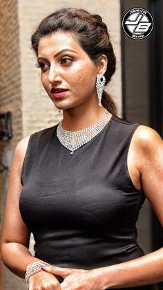 Indian Actress Hot Pics, South Indian Actress Hot, Most Beautiful Indian Actress, Indian Actresses, Beautiful Lips, Beautiful Saree, Bhavana Actress, Glamour Photo Shoot, Hamsa Nandini