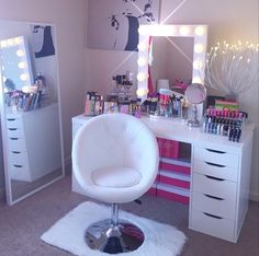 Vanity Room from @mila_abrilsmom on IG featuring her #whitebroadway Table Top Mirror $399