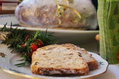 Stollen: Hetekkel az ünnep előtt elkészíthető, alaposan becsomagolva hűvös helyen tárolható karácsonyig: fél kg finomliszt, 20 dkg vaj, 20 dkg porcukor, 2 cs vaníliás cukor, 1 csipet só, 2 dl tej, 1 tojás, 5 dkg élesztő, 3 ml rum, 20 dkg apróra vágott kandírozott vegyes gyümölcs, 15 dkg mazsola, 8 dkg durvára zúzott mandula, 8 dkg durvára zúzott dió,  1 narancs reszelt héja, 1 citrom reszelt héja, 1 kk őrölt szerecsendió, 1 kk őrölt fahéj, 1 kk őrölt szegfűszeg. Egg Allergy, Allergies, Banana Bread, Pork, Food And Drink, Meat, Recipes, Spanish, Christmas