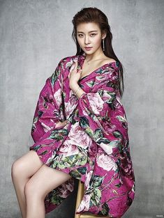 Ha Ji Won was recently in Taiwan to attend Vogue Taiwan's Fashion Night Out. The actress, who can now be seen with Taiwanese actor Chen Bo Lin in the film Life Risking Romance, is also… Korean Beauty, Asian Beauty, Asian Woman, Asian Girl, Ha Ji Won, Asian Celebrities, Korean Actresses, Fashion Night, Vogue Fashion