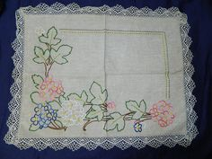 magnificent old embroidery from France. par vintagemadeinFRANCE