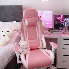 👀Among all colors, #pink indeed stands out as the best of the best. #gamingcommunity #gtracing #code #livestream #streaming #game #gamergirl #gamingsetup #set #setup #gameday Gamer Setup, Pc Gaming Setup, Sweet Games, Pink Games, Computer Station, Gaming Station, Game Room Design, Game Room Decor, Gamer Room