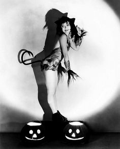 vintage halloween pin ups | 25 Vintage Halloween Pin-Up Photos from Odd to Awesome