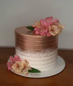 Beautiful Birthday Cakes, Beautiful Cakes, Pink Gold Cake, Birthday Party Decorations, Birthday Parties, Golden Cake, Gold Dessert, Baby Birthday Cakes, Mom Cake