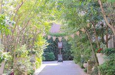 EYMでは結婚式に使用するおしゃれな海外風のガーランドを通販しています。 ガーランド【Just Married】 を使用したこちらの写真はナチュラルな麻素材のガーランドと緑の木々が爽やかな会場ととてもマッチしています。 会場の雰囲気に合わせてお好みのガーランドを探してみてください♡