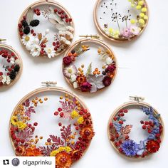 While many artists create hoop art with embroidery thread, Olga Prinku has a different approach. She creates floral wreath weavings with real blooms. Hand Embroidery Stitches, Embroidery Hoop Art, Cross Stitch Embroidery, Embroidery Patterns, Floral Embroidery, Diy And Crafts, Arts And Crafts, Deco Floral, Flower Art
