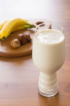 With only four ingredients, this banana date tahini smoothie recipe tastes great, and is also very nutritious. Get the smoothie recipe from PBS Food. Health Smoothie Recipes, Healthy Smoothies, Healthy Drinks, Healthy Recipes, Breakfast Smoothies, Nutribullet Recipes, I Love Food, Good Food, Yummy Food