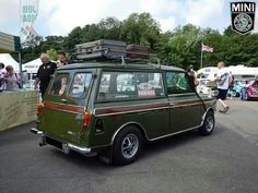 Tell ya what folks, there is just something about this Clubby Estate. I love it, every show I've seen it at ive felt myself drawn to it! Classic Mini, Vans Classic, Mini Morris, Mini Clubman, Car Colors, Twin Turbo, Mini Me, Buses, Vintage Cars