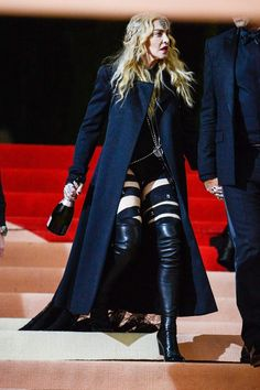 Divas, Madonna Now, Recital, Best Female Artists, Madonna Fashion, Madonna Pictures, Textile News, A Level Textiles, Taylor Swift Style