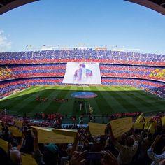 Spectacular mosaic to welcome the champions and honour Xavi  Espectacular mosaic per rebre els campions i homenatjar Xavi  Espectacular mosaico para recibir a los campeones y homenajear a Xavi  #campionsFCB #6raciesXavi #CampNou