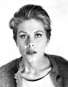 Elizabeth Montgomery #portrait #b&w