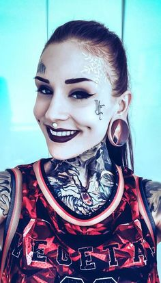 Monami frost, if i could stretch my ears that big, I would! Monami Frost, Tattoos Skull, Sexy Tattoos, Girl Tattoos, Tattoo Girls, Dimple Piercing, Cheek Piercings, Heather Moss, Foo Dog