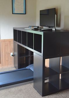 """The """"Spaceship"""" DIY standing desk: A massive, attractive, and affordable standing desk for tall nerds"""