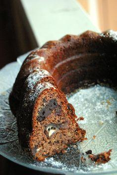 Taatelikakku // Date & Chocolate Cake Food & Style Pipsa Airaksinen, Terveen hyvää Photo Pipsa Airaksinen www.maku.fi