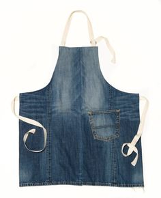 Repurposed Denim Pocket Apron need a big pair of jeans Sewing Aprons, Sewing Clothes, Denim Aprons, Sewing Diy, Jean Apron, Work Aprons, Denim Ideas, Denim Crafts, Couture Sewing