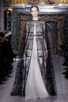 Valentino Printemps-été 2013 - Haute couture - http://www.flip-zone.fr/fashion/couture-1/fashion-houses/valentino - ©PixelFormula