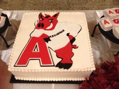 This grooms cake is decorated with an old fashioned razorback.