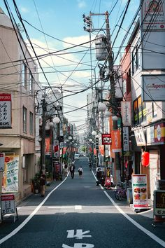 A small street with a bunch of power lines in Shinjuku [OC] [1000x1500]