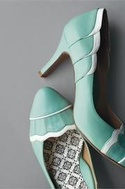 Bridesmaid/Maid of Honors shoes (Again, in the colors to match each brides maids dress)