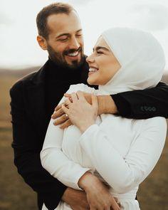 Hijabi Wedding, Muslim Wedding Dresses, Disney Wedding Dresses, Muslim Brides, Wedding Couple Poses Photography, Wedding Picture Poses, Fashion Photography Poses, Cute Muslim Couples, Couple Outfits