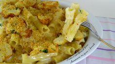 La Pasta e cavolfiore al forno è un piatto semplice e facile da preparare, inoltre, il formaggio fuso, conferisce gusto e cremosità al piatto.-