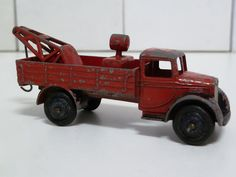 DINKY TOYS NO.30e BREAKDOWN TRUCK, RED/BLACK GUARDS AND HUBS