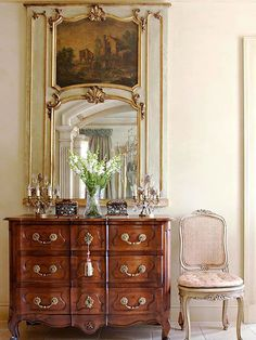 french home decor Vintage Influence: Antiques are an important component of country French decor. Vintage pieces -- from a collection of dishes displayed in a glass hutch to period-style furnishings -- enhance the European character of the space. Decor, French Decor, French Country House, Country Decor, Decor Styles, Foyer Decorating, French Furniture, Home Decor, Country House Decor
