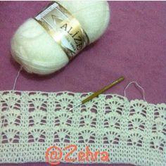 This Pin was discovered by Irm Crochet Motifs, Crochet Stitches Patterns, Filet Crochet, Crochet Shawl, Crochet Designs, Stitch Patterns, Knitting Patterns, Knit Crochet, Change Colors In Crochet