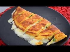 BU KAHVALTILIĞA BAYILACAKSINIZ! ÜÇ MALZEMEYLE BÖREK TADINDA PUF OMLETİ KESİNLİKLE DENEMELİSİNİZ! - YouTube Lunch Recipes, Breakfast Recipes, Turkish Recipes, Ethnic Recipes, Breakfast Items, Wrap Sandwiches, Omelette, Hot Dog Buns, Delicious Desserts