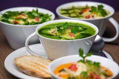 Conheça 8 receitas de sopas gourmet para aquecer o inverno | Itapema FM - Itapema SC My Recipes, Vegan Recipes, Favorite Recipes, Gourmet Salad, Palak Paneer, Food And Drink, Low Carb, Meals, Cooking