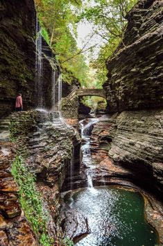 Travel Discover Watkins Glen State Park: Hiking the Gorge Trail Watkins Glen State Park: Hiking the Gorge Trail - Come Join My Journey Oh The Places You'll Go, Cool Places To Visit, Places To Travel, Oregon Road Trip, Oregon Travel, Oregon Hiking, Travel Portland, New York Travel, Travel Usa
