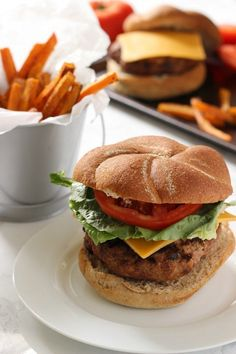 The Best Turkey Burgers Recipe - easy to meal prep, and great for a crowd! *This really is the best turkey burger I've ever had. Only using this recipe from now on Best Turkey Burgers, Turkey Burger Recipes, Grilling Recipes, Cooking Recipes, Healthy Recipes, Healthy Meals, Diet Recipes, Healthy Food, Recipies