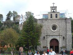 Antigua Parroquia de Indios no entorno da Basílica de N Sra de Guadalupe,cidade do México. Esta foi construída no local onde viveu Juan Diego. Ao lado do altar central há uma abertura para onde ele morava, uma espécie de caverna. Foto : Cida Werneck