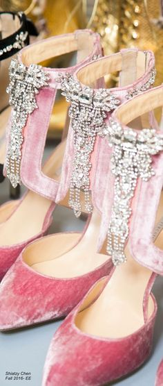 Shiatzy Chen Fall 2016 - pink velvet shoes with rhinestones Fab Shoes, Pretty Shoes, Beautiful Shoes, Me Too Shoes, Pink Love, Pretty In Pink, Pink Fashion, Fashion Shoes, Net Fashion