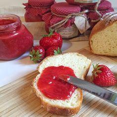olles *Himmelsglitzerdings*: Erdbeermarmelade hoch 3 - Pur - mit Marzipan - Vanille mit weißer Schokolade