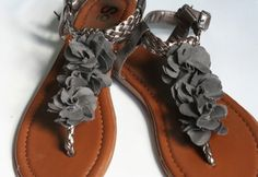 super cute sandal makeover!!! I will totally be making these!!!