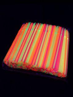 UV Schwarzlicht Neon Strohhalme mit Knick 500 Stück stock&store http://www.amazon.de/dp/B00XLJFASO/ref=cm_sw_r_pi_dp_zegxwb15MEZQJ