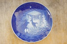 Items similar to Vintage 1980 Deer Print Bing & Grondahl Danish Wall Plate/Blue and White China/Wall decor/ Cabin/ Woodland on Etsy Christmas Plates, Christmas Deer, China Wall, Deer Print, Blue And White China, Blue Plates, Danish Design, Plates On Wall, Farmhouse Decor