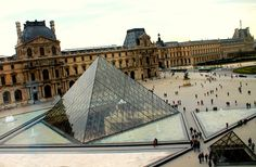 25 Odd, Touristy and Free Things To Do In Paris
