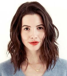Wanna spice up your hairstyle but don't want to all short? Long bob hairstyle is perfect for you! With these 20 Trendy Long Bob Hairstyles you will look stylish Medium Hair Cuts, Medium Hair Styles, Curly Hair Styles, Natural Wavy Hair Cuts, Medium Curly, Haircuts For Wavy Hair, Long Bob Haircuts, Lob Hair With Bangs, Brown Lob Hair