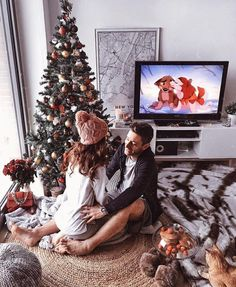 51 Merry Christmas Fashion Ideas for Couple Within this collection, you're find lifestyle model photos wearing a number of the Christmas trends. While much less common as […] Christmas Date, Christmas Trends, Christmas Couple, Christmas Mood, Christmas Countdown, Christmas Inspiration, Christmas Photos, Xmas Holidays, Couple Christmas Pictures