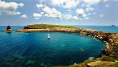 Parque natural de las Islas Columbretes, CASTELLÓN  Archipiélago formado por pequeños islotes de origen volcánico.