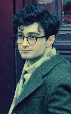 "Daniel Radcliffe as Allen Ginsberg.a gay,beat poet .""Kill Your Darlings"" Daniel Radcliffe Harry Potter, Harry James Potter, Harry Potter Cast, Kill Your Darlings, Photo Flash, Celebrity Sunglasses, Dane Dehaan, Allen Ginsberg, Trailer"