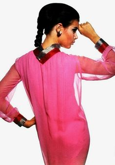 Pierre Cardin A/H Photo Jean-Jacques Bugat. 60s And 70s Fashion, High Fashion Models, Seventies Fashion, Retro Fashion, Vintage Fashion, 1960s Outfits, Vintage Outfits, Vintage Clothing, Jeanne Paquin