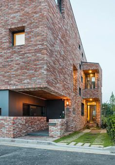L house: aandd architecture and design lab.의  주택