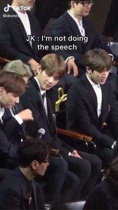Bts Memes Hilarious, Bts Funny Videos, Kim Taehyung Funny, Bts Taehyung, Foto Bts, Bts Bangtan Boy, Bts Jimin, S Videos, Vkook Memes